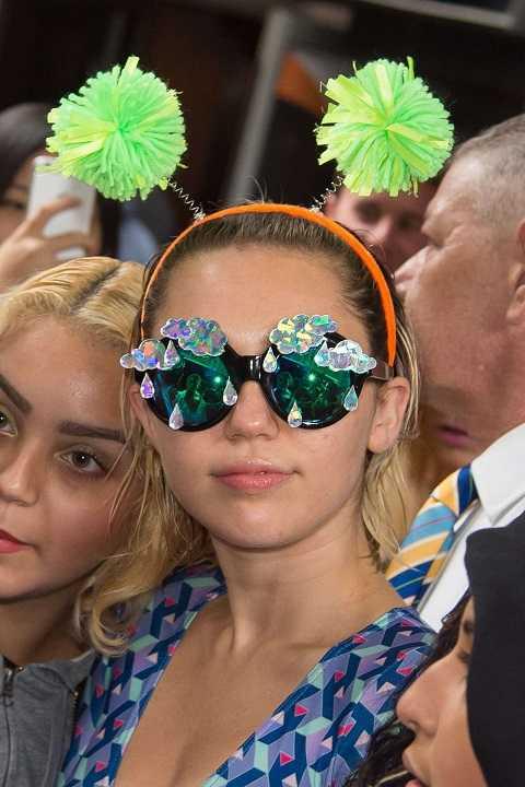 Miley Cyrus cũng chịu khó
