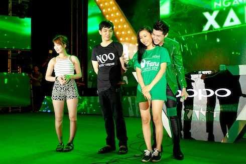 Noo Phước Thịnh rất thân thiện giao lưu cùng fan.