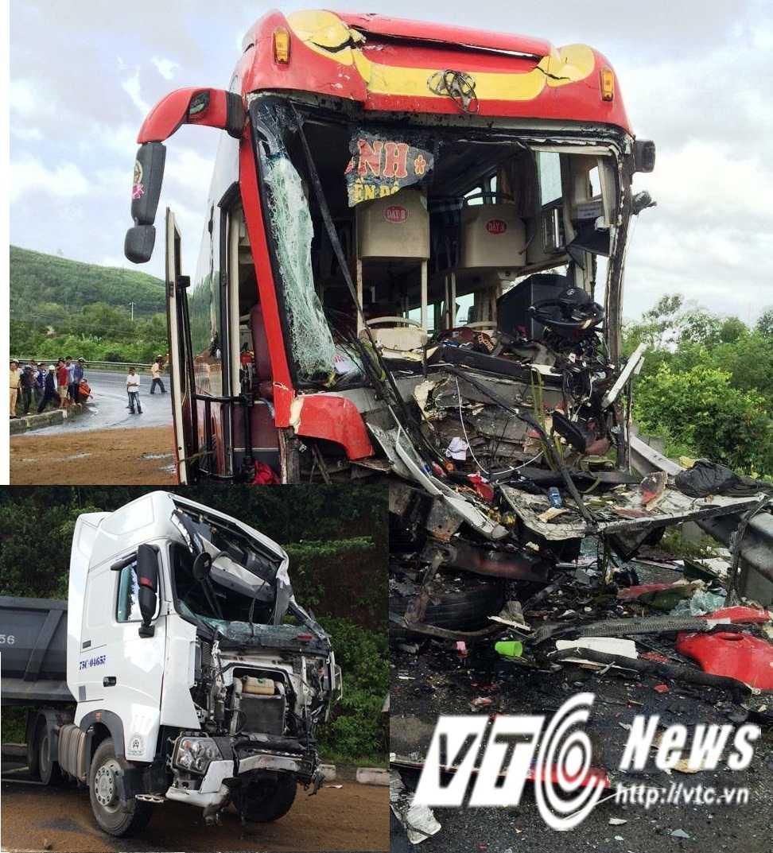 Hai xe hư hỏng nặng sau tai nạn.