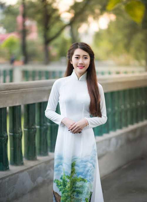 Hot girl Nguyễn Ngọc Quỳnh, sinh năm 1999, đến từ TP.HCM. Cô trở nên kín đáo, dịu dàng hơn rong bộ ảnh mới.