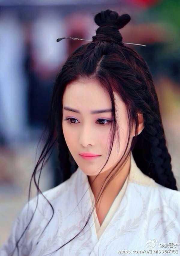 Không thể phủ nhận Trương Hinh Dư quá đẹp dù xung quanh cô cũng có nhiều thị phi. Mỗi khi cô xuất hiện trên màn ảnh, khán giả lại liêntưởng tiên nữ hiện thân.