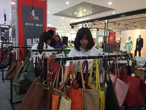 Các gian hàng bắt đầu Sale off đa số các sản phẩm