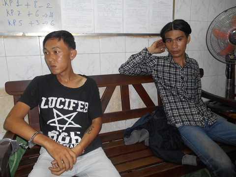 Hai đối tượng trộm cắp bị bắt giữ. Ảnh: Phan Cường