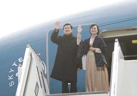 Chủ tịch nước và phu nhân đến sân bay Berlin - Ảnh: V.V.Thành