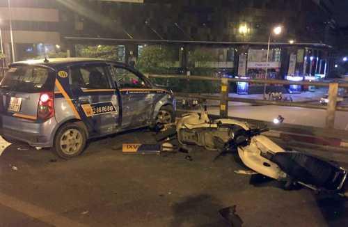 Hiện trường vụ tai nạn trên cầu vượt Thái Hà