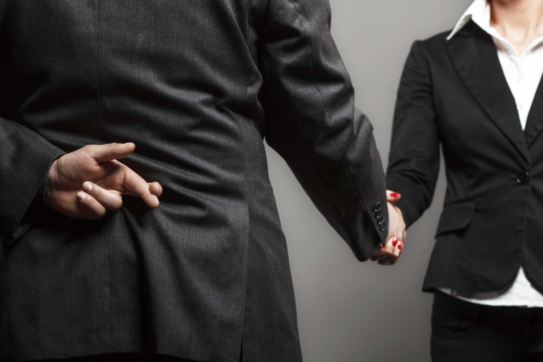 Dù kẻ nói dối chuyên nghiệp đến mấy thì cũng có những sai sót nhất định.