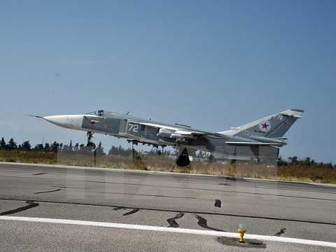 Máy bay chiến đấu Sukhoi Su-24M của Nga cất cánh từ sân bay quân sự Hmeymim, gần thành phố Latakia ngày 21/10