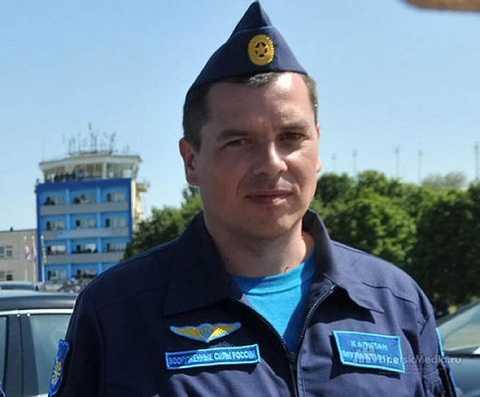 Phi công Konstantin Murakhtin là người còn sống sau khi chiếc máy bay Su-24 Nga bị Thổ Nhĩ Kỳ bắn hạ