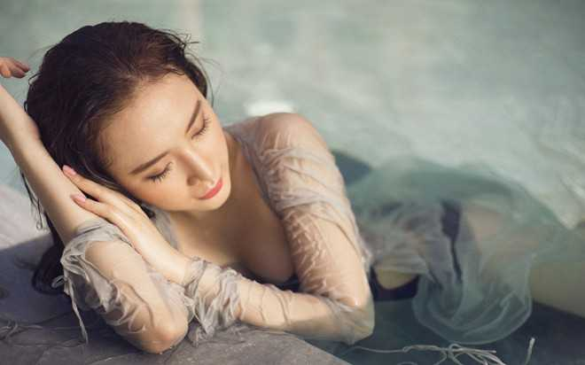 Dù không tham gia nhiều hoạt động trong showbiz, nhưng Angela Phương Trinh luôn được chú ý nhờ vẻ ngoài xinh đẹp.