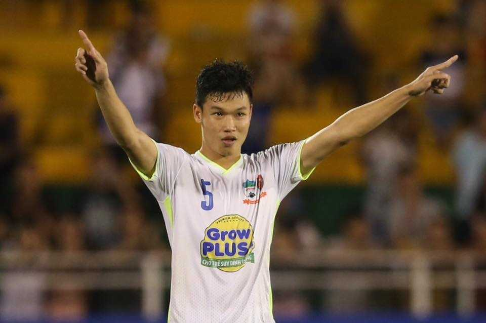 Rất may, U21 HAGL vẫn thắng khi Phạm Văn Thành sút hỏng còn Hồng Duy thực hiện thành công. (Ảnh: Quang Minh)