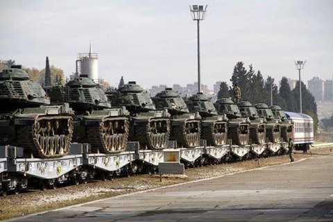 20 xe tăng của Thổ Nhĩ Kỳ được đưa tới khu vực biên giới phía tây của nước này với Syria - Ảnh: Twitter của Michael Horowitz