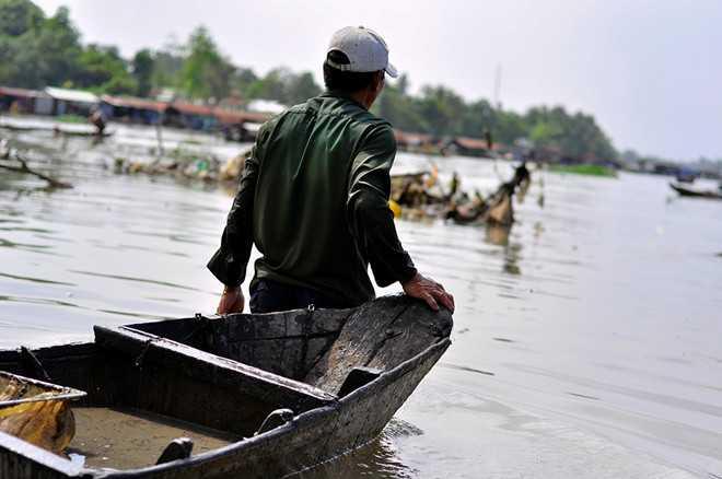 Theo người dân, ở TP Biên Hòa các điểm xả thải ra sông ô nhiễm nặng như Suối Linh, suối Săn Máu, rạch Bà Thầy, rạch Gió... có nhiều trùn chỉ.