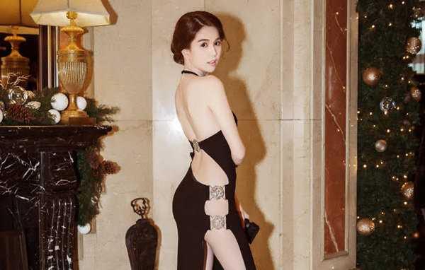 Chiếc đầm xẻ lườn gây tranh cãi của Ngọc Trinh.