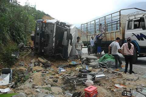 Người dân đèo Lò Xo đã tích cực tham gia cứu giúp người tham gia giao thông gặp nạn