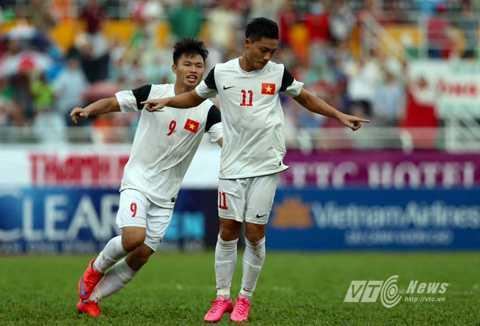 Lâm Ti Phông (số 11) mở tỷ số cho U21 Việt Nam (Ảnh: Quang Minh)