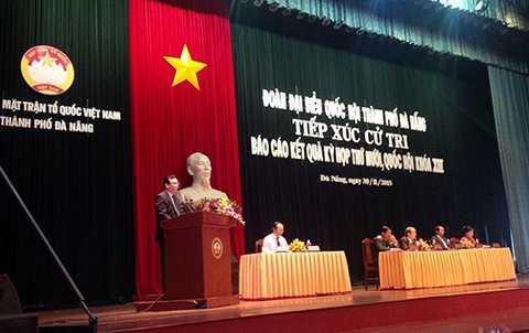 Sáng 30/11, tại cuộc tiếp xúc cử tri sau Kỳ họp thứ 10, QH khóa XIII của Đoàn ĐBQH TP Đà Nẵng nhiều cử tri Đà Nẵng đã bày tỏ bức xúc trước cách hành xử của Trung Quốc trên biển Đông trong thời gian qua
