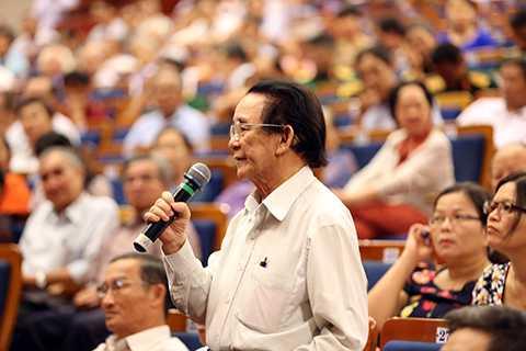 Cử tri đề đạt ý kiến với đòan đại biểu QH TP Đà Nẵng