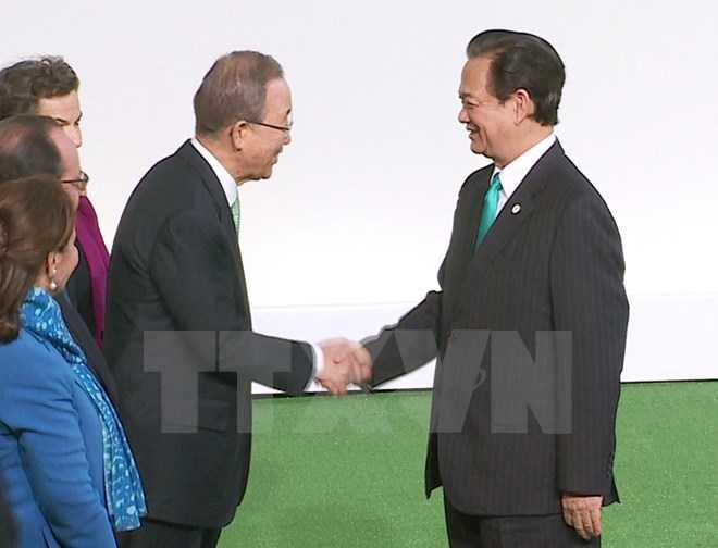 Tổng Thư ký Liên hợp quốc Ban Ki Moon đón Thủ tướng Nguyễn Tấn Dũng. (Ảnh: Đức Tám/TTXVN)