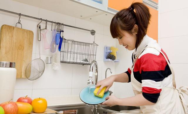 Không nên dùng xà phòng giặt đồ để rửa bát.