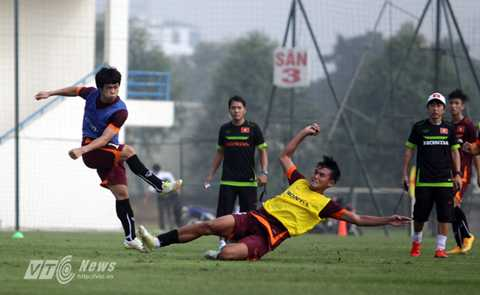 Công Phượng và đồng đội đối đầu U23 Nhật Bản tại Doha, Qatar (Ảnh: Hà Thành)