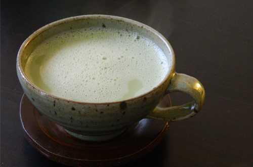 Trà sữa làm từ trà xanh và sữa tách béo, không đường.