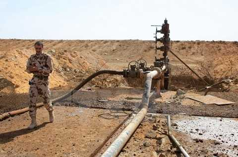 Liên quân quốc tế do Mỹ dẫn đầu tấn công vào mục tiêu là các cơ sở lọc dầu ở Syria do IS chiếm giữ