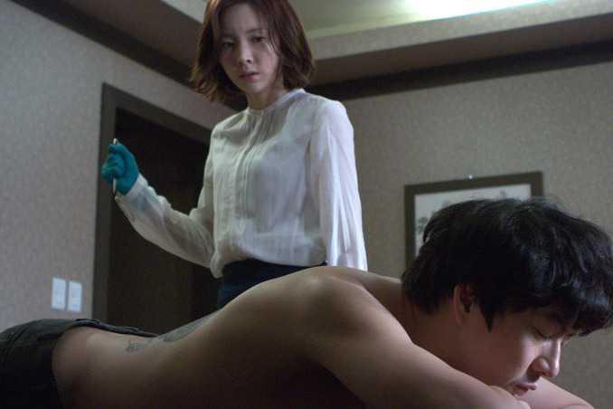 Yoon Joo Hee trong vai thợ xăm hình có mục đích trả thù nhưng bất thành