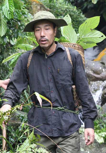 Lương y Thanh vào rừng lấy thuốc