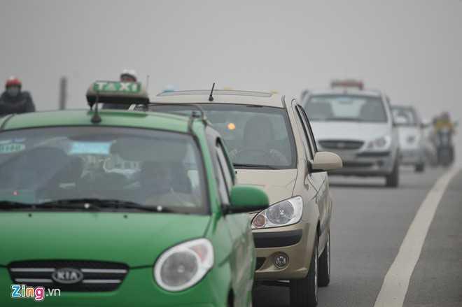 Nhiều tài xế ôtô không dám phóng tốc độ cao.