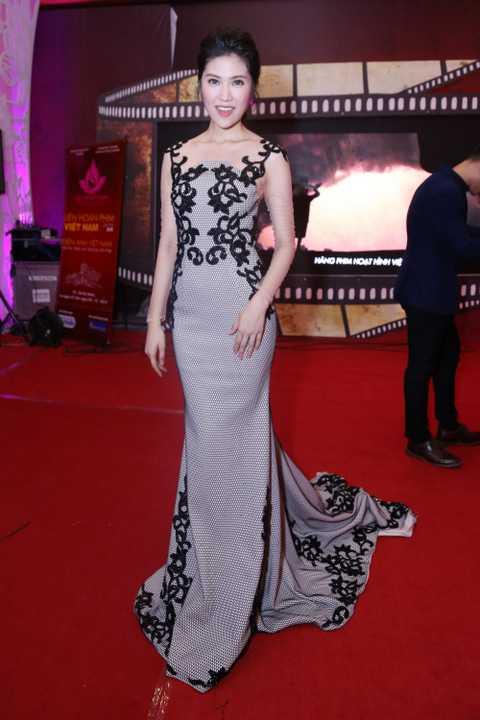 Thu Hằng cho biết, cô rất hạnh phúc khi được làm MC của một sự kiện lớn như Lễ khai mạc liên hoan phim Việt Nam lần thứ 19.