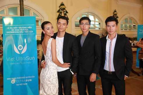 Các người mẫu Lại Thanh Hương, Mạnh Hiệp, Hữu Long, Văn Nam.