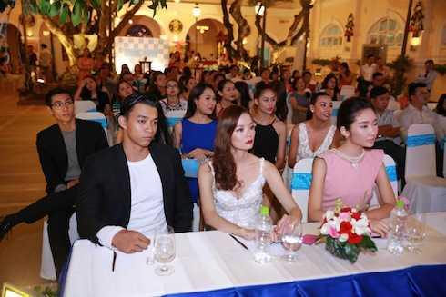 Các người đẹp của cuộc thi Siêu mẫu và VNTM đến tham gia sự kiện.