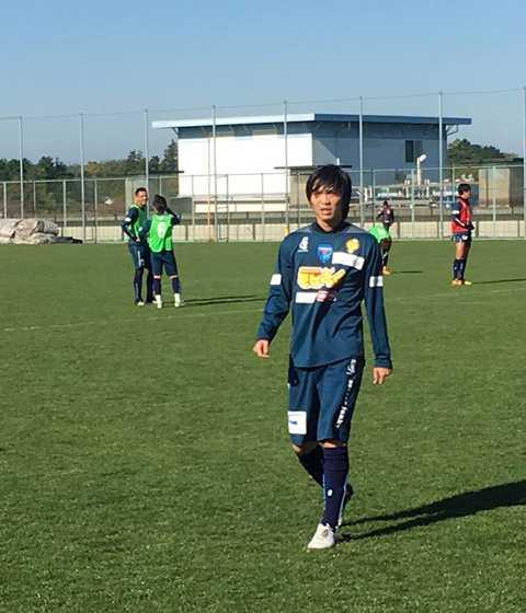 Tuấn Anh trên sân tập của CLB Yokohama