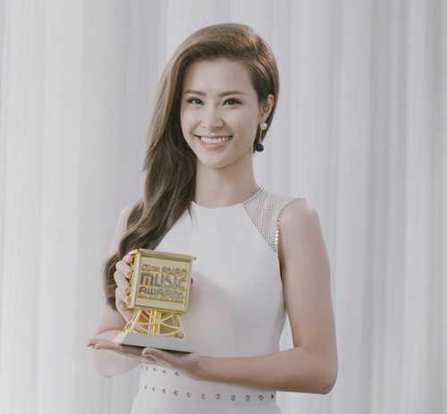 Đông Nhi bất ngờ được vinh danh tại giải thưởng quốc tếMAMA 2015.