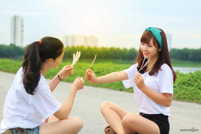 Thủy được thầy cô, bạn bè nhận xét là hòa đồng, thân thiện.