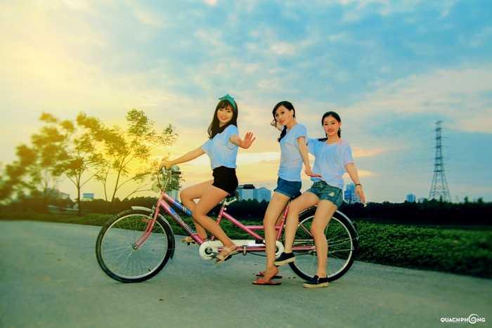 Khoảnh khắc hạnh phúc của Thủy bên bạn bè.