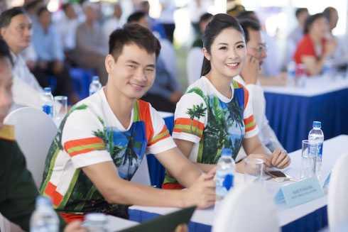 Mặc dù rất bận rộn với các công việc riêng, nhưng ngày 2/12,   Ngọc Hân và Xuân Bắc vẫn dành thời gian để tham gia trồng cây tại địa   danh lịch sử Đường Hồ Chí Minh trên biển - tỉnh Bến Tre với tư cách Đại   sứ thiện chí của chương trình Quỹ một triệu cây xanh cho Việt Nam