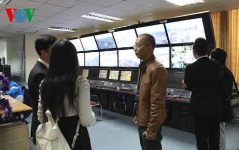 Kênh VOV Giao thông: Màn hình thu nhận tín hiệu hình ảnh từ các camera bố trí tại các điểm nóng giao thông