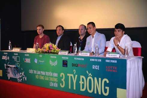 Thành phần BGK: Ông Nick Jones - Paul Brenner - Ross Stewart đến từ các đơn vị hỗ trợ sản xuất, ông Huy Huỳnh và ông Bảo Hoàng từ ViewTV.