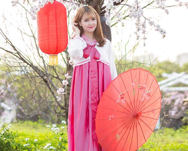 Cô bạn cho biết rất thích khám phá văn hóa của người Hàn Quốc nên đã quyết định thử mặc bộ trang phục truyền thống của đất nước này
