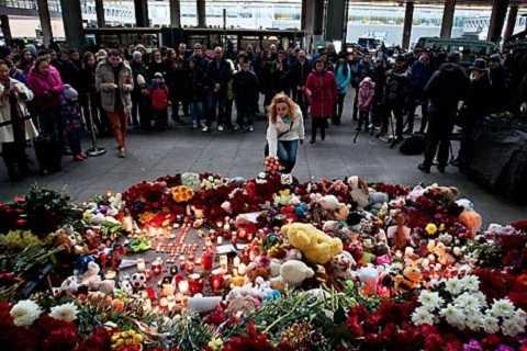 Người Nga tưởng nhớ các hành khách thiệt mạng trong vụ máy bay chở khách của Nga rơi ở Ai Cập vào tháng 10