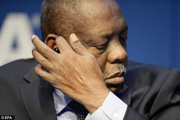 Quyền chủ tịch FIFA Issa Hayatou năm nay 69 tuổi
