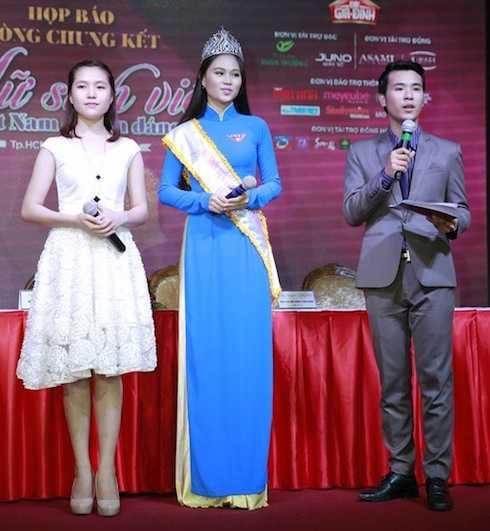 Hoa khôi Trần Diễm Ái Vi – Hoa khôi VMU 2013 và Hoàng Thị Phương Thảo – Hoa khôi VMU 2014.