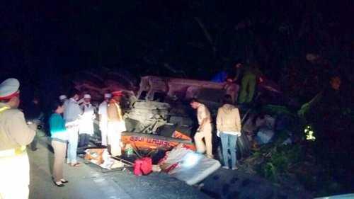 Hiện trường vụ tai nạn trên đèo Lò Xo.