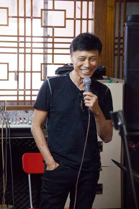 Tuấn Ngọc tập luyện cho đêm nhạc Riêng một góc trời