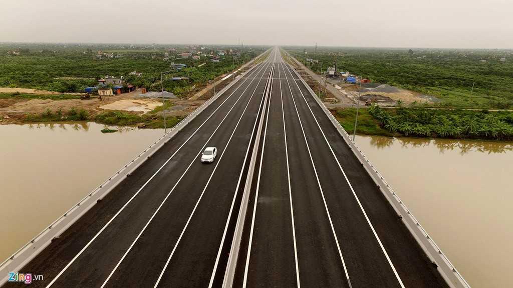 Cao tốc được thiết kế 6 làn xe, 2 làn dừng khẩn cấp, vận tốc cho phép 120 km/h. Trước đó, 75 km đường đã đưa vào khai thác, 30 km Hà Nội - Hưng Yên hoàn thiện trước ngày 5/12.