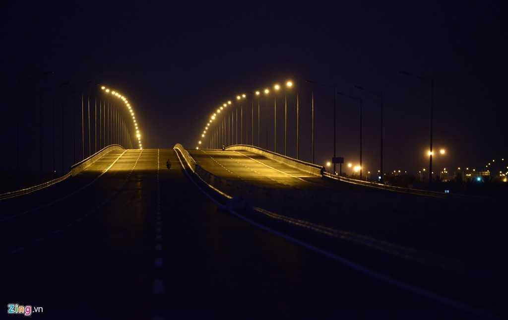 Vì vậy, một số đoạn chưa có đèn cao áp dễ gây hạn chế tầm nhìn vào ban đêm.
