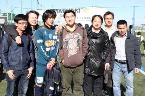 Những người Việt đang sinh sống, làm việc, học tập tại Yokohama tới động viên Tuấn Anh.