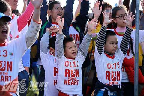 Với khẩu hiệu 'Chúng ta vui khỏe, các trẻ hồi sinh', chương trình mong muốn nâng cao ý thức mỗi người về việc sống khỏe và thông qua hoạt động chạy này sẽ quyên góp được trên 1 tỉ đồng gây quỹ giúp các em nhỏ mắc bệnh tim bẩm sinh.