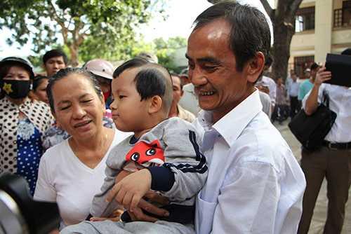 Ông Huỳnh Văn Nén với nụ cười, sau hơn 17 năm tù oan sai